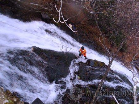 Спелеологи на Клоковском водопаде